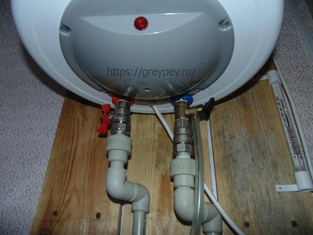 Монтаж водонагревателя на деревянный каркас