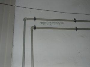 Открытый способ прокладки труб отопления