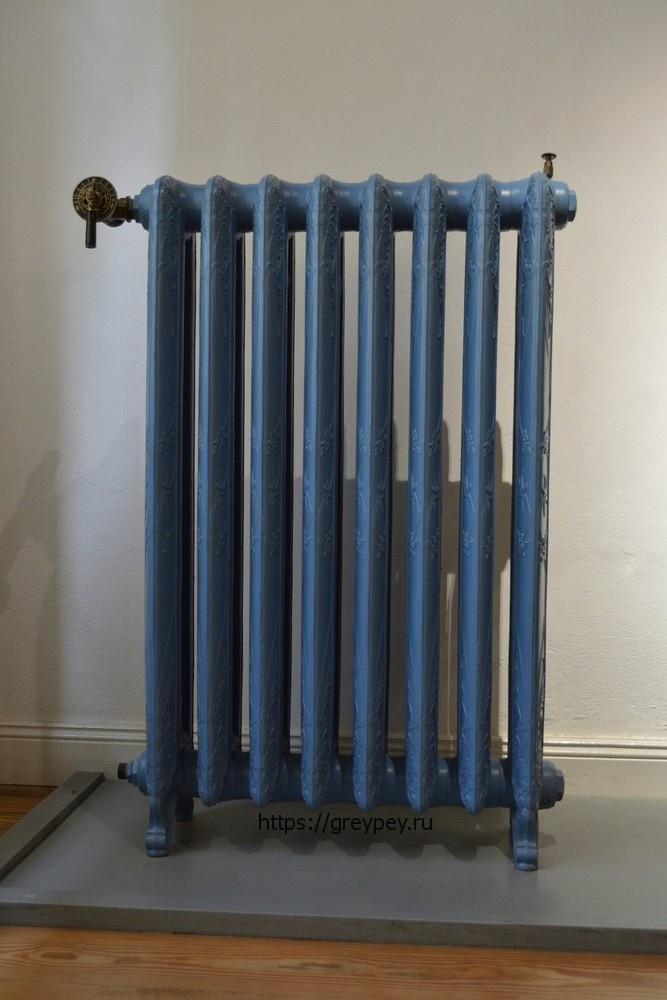 напольный чугунный радиатор с литыми ножками