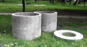 Vodyanoj kolodets iz betonnyh kolets