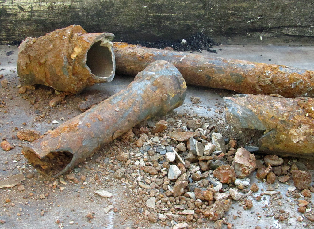 Хрупкость чугунных труб канализации