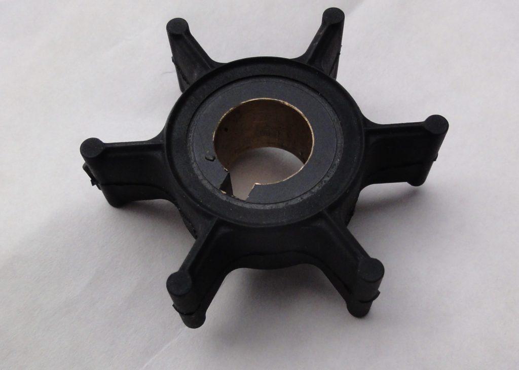 Рабочее колесо импеллерного насоса с эластичными лопатками