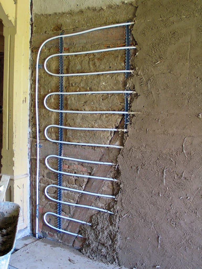 Устройство водяных теплых стен