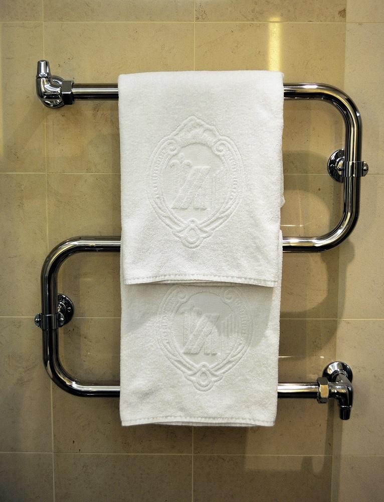 Как переместить полотенцесушитель на другую стену