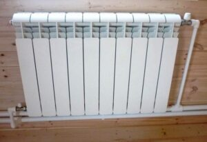 Ustanovka i podklyuchenie radiatora