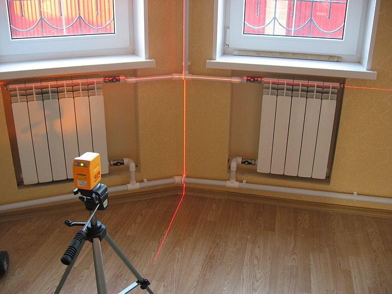 Проверка уровня радиаторов отопления