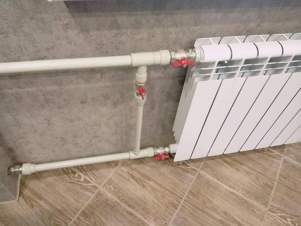 Шаровые краны со сгонами Американка в обвязке радиатора